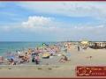 Пляж справа от пирса